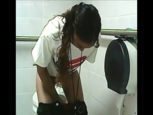 really young girls ass toilet
