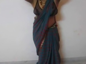 Big boobs in saree