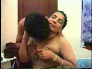 Indian aunty sex scandal