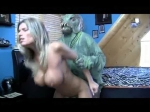 porn video alien monster