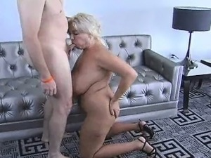 Big tit girl uses her tits as a pussy