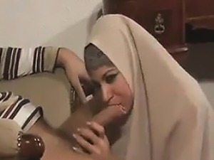 arabian girl flashing