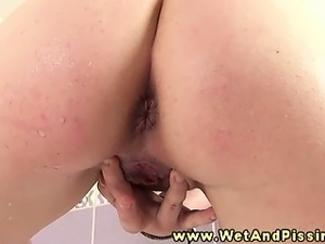 girl pissing while having sex porn