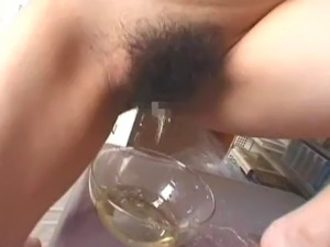 girl pissing like a man video