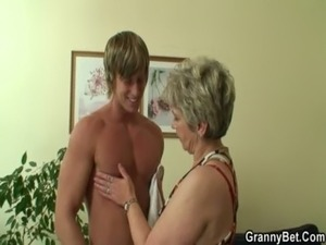 Lonely granny gets screwed by a totally stranger free