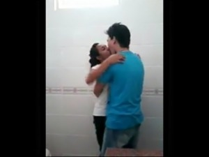 couples having sex un the bathroom