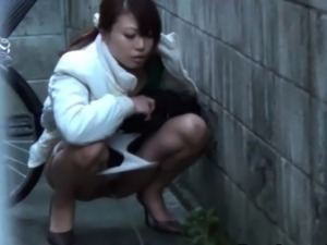 young jap girls pissing