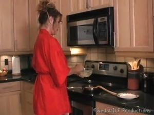 amateur girl masturbating kitchen