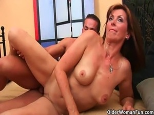 natural mature mommy galleries