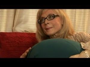big bouncing tits lesbian