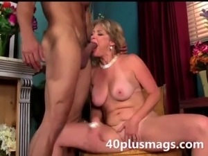 blonde mature beauty ready to play free