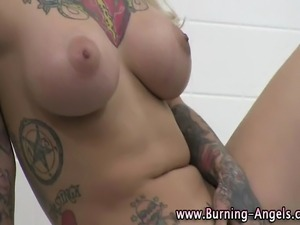 blonde goth girl masturbating