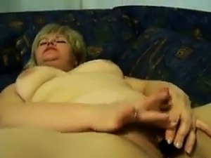 pictures of mature woman spreading pussy