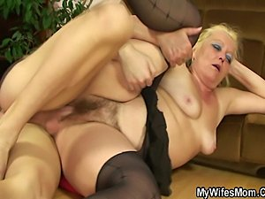 amateur mom naked pictures