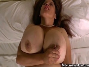 sexy cougar fucked huge black stud