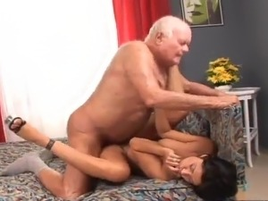 Old man fucks a girl