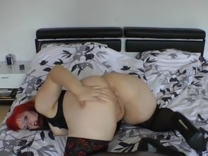 dirty mature spreading pussy