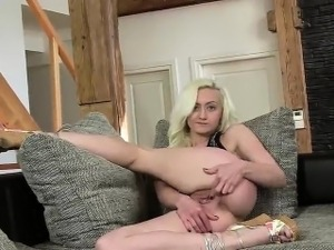 czech girls nude party