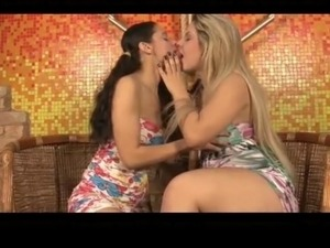 Video kiss girls