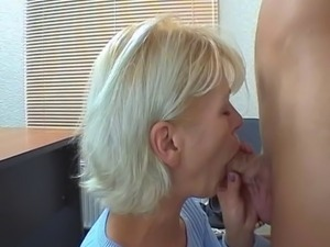 naked young natural mom
