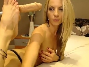 webcam babe carmen shows pussy video