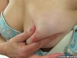 mom handjob movies