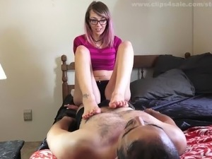 sablique's first time foot-slave