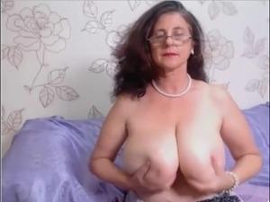 mature maid on webcam