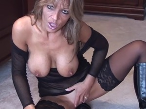 solo mature pussy with big boobs