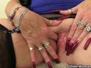 UK grannies Trisha and Zadi love fucking a dildo