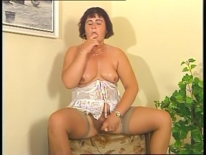 older mature hairy pussy videos
