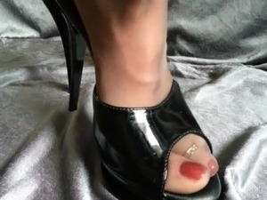 boobs and very high heels gallery