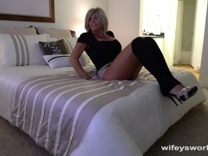 free naked neighbor milf ass pics
