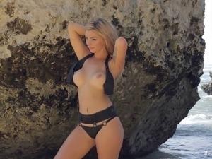wife naked stranger beach