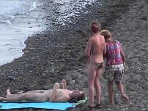 paris hilton fingering on beach pics
