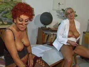 free mature woman orgasm video