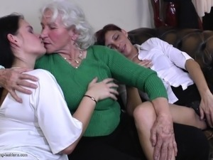 girl seduced by mature lesbian