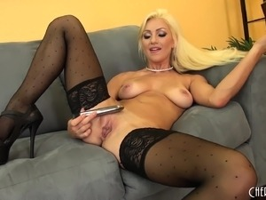 donna alluring pussy