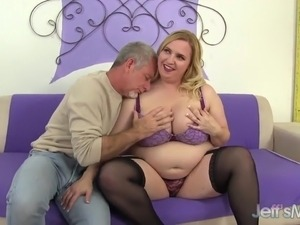 huge anal plug video