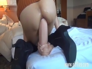 finger in asian anal