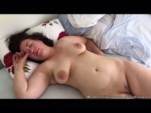 girl sleeping naked pix