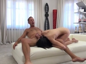Energetic reverse cowgirl ride with Nikki Stills and Rocco Siffredi