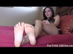 amateur women licking feet videos