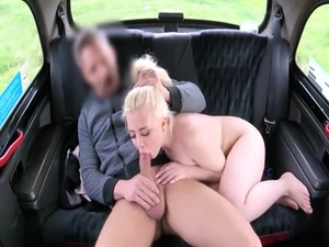 Pretty amateur blonde passenger screwed in the backseat