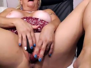 mature suck on webcam