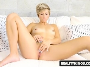 first time to lick pussy