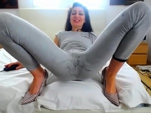 gorgeous girl suck big cocks