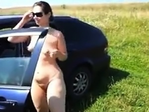 girls peeing outdoors videos