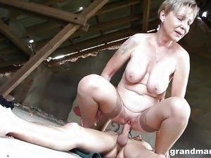 videos milfs having orgasm