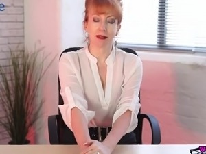 girl has a quick office sex